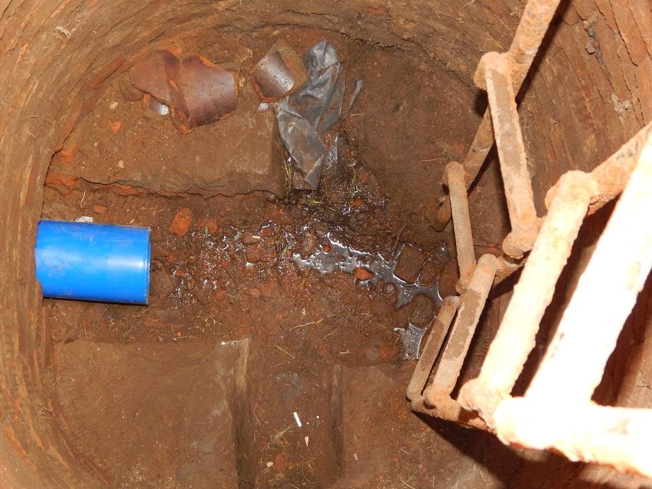 замена старой трубы канализации